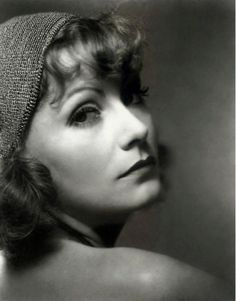 Edward Steichen, Greta Garbo, Hollywood, NEW YORK, NY.- Greta Garbo was the undisputed queen of Hollywood from the. Hollywood Cinema, Old Hollywood Glamour, Golden Age Of Hollywood, Vintage Hollywood, Classic Hollywood, Photo Print, Looks Black, Actrices Hollywood, Portraits