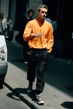 The Best Street Style From Paris Men's Fashion Week A look at the best street style from Men's Fashion Week in Paris, including relaxed pants, tucked-in T-shirts, and much more. Style Indie, Style Hipster, Style Casual, Swag Style, Casual Wear, Grunge Style, Soft Grunge, Gq Style, Dress Casual