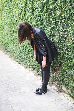 When in doubt, wear all black. Photos by Christine Michelle Photography Top & Jeans: @hm #SoulinStilettos #HM #HMLife #Fashion #blog #Miami #Black