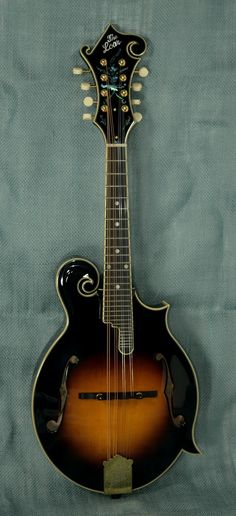 The Loar LM-700-VS F-style Mandolin with Case - Indian Creek Guitars