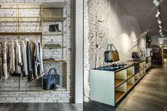 Чудесное оформление бутика Blond в Италии
