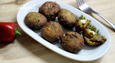 A recipe for dill fritters with feta (marathokeftedes), a mouth-watering meze for lovers of vegetarian cuisine! Worth trying out for their flavor and aroma. Zucchini Fritters, Yogurt Sauce, Frying Oil, Fennel, Feta, Lovers, Stuffed Peppers, Ethnic Recipes, Zucchini Tots