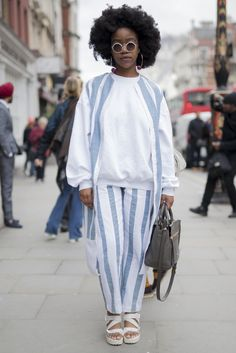 london fashion week street style inspiration, white and blue outfit with flatforms, afro natural hair