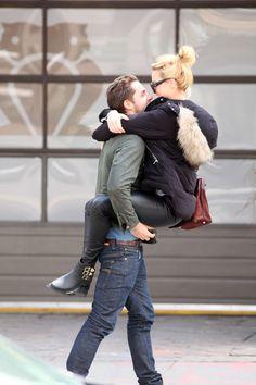 Margot Robbie jumps into her boyfriend arms
