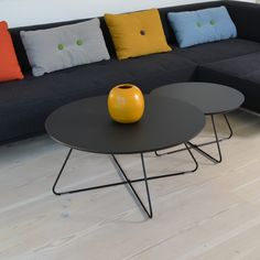 Moderne rundt sofabord i let konstruktion og med forskellige bordpladetyper. Let, Inspiration, Furniture, Design, Home Decor, Modern, Living Room, Biblical Inspiration, Homemade Home Decor