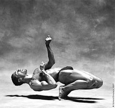 Former Dance Theatre of Harlem Dancer, Richard Witter. Amazing strength & control.