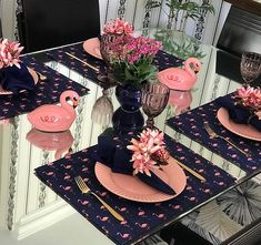 Pink and Navy Table setting Table Rose, Beautiful Table Settings, Decoration Table, Dining Decor, Dining Chairs, Table Arrangements, Deco Table, Dinner Table, Place Settings