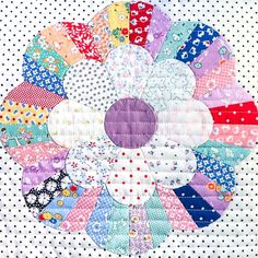 I spy another awesome Windchime block. . . . @quiltpassion Vintage Quilts Patterns, Dresden Plate Patterns, Dresden Plate Quilts, Antique Quilts, Quilt Corners, Circle Quilts, Pattern Blocks, Quilt Block Patterns, Quilt Blocks