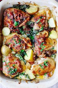 Tuscan Chicken and Potatoes - Eating European Tuscan Chicken and Potatoes is an extremely satisfying dish. Crispy chicken and potatoes with spinach, sun dried tomatoes and bacon bits, all smothered in a creamy Parmesan sauce. Doesn't that sound amazing? Food Dishes, Main Dishes, Tuscan Chicken, Cooking Recipes, Healthy Recipes, Cooking Pasta, Cooking Kale, Cooking Hacks, Oven Recipes