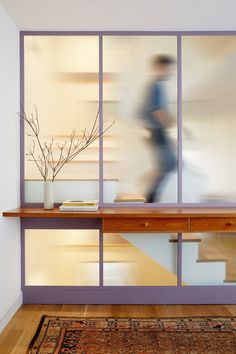 GRT Architects creates fluted glass stairwell for skinny Brooklyn townhouse (Dezeen) 2017 Decor, Halls, Interior Architecture, Interior Design, Roof Window, Interior Windows, Glass Partition, Staircase Design, Stair Design