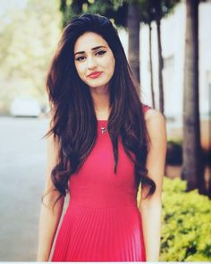Disha patani hot looking Beautiful Bollywood Actress, Beautiful Indian Actress, Beautiful Actresses, Bollywood Stars, Bollywood Fashion, Bollywood Bikini, Bollywood Girls, Disha Patani Wallpapers, Disha Patani Instagram