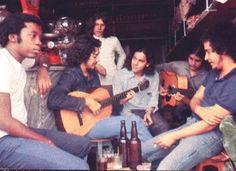 Milton Nascimento, Toninho Horta, Beto Guedes, Fernando Brant, Lô Borges e Márcio Borges. (1972, foto de Cafi).
