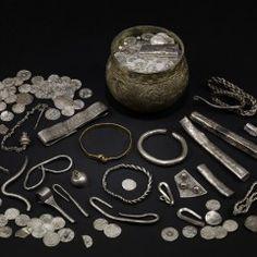 Beyond Jorvik: The Vale of York Viking Hoard – Andrew Woods Viking Art, Viking Warrior, Vikings, Viking Jewelry, Ancient Jewelry, Viking Museum, Andrew Wood, York Museum, Sutton Hoo