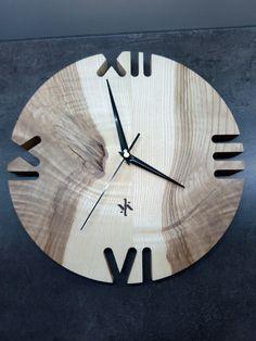 Clock - Ash with original drawing, Diy Clock, Clock Decor, Clock Ideas, Living Room Clocks, Wall Clock Design, Wood Clocks, Wood Pallets, Diy Wall, Wood Art