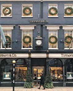 Tiffany & Co. Old Bond Street, London, England. London England, Hotel Paris, Design Living Room, Living Spaces, Villa, Exterior, Shop Fronts, Bond Street, London Travel