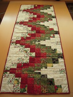 Bargello Quilting Table Runners New Ideas Quilted Table Runners Christmas, Patchwork Table Runner, Christmas Patchwork, Christmas Blocks, Christmas Runner, Table Runner And Placemats, Quilt Table Runners, Quilted Table Runner Patterns, Purple Christmas