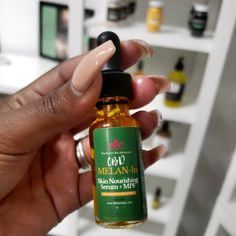 A perfect blend of plant, fruit and vegetable oils that helps clear acne, eczema, psoriasis, melasma, dry patches, dark spots and hypo-pigmentation, all in 4 drops per application.