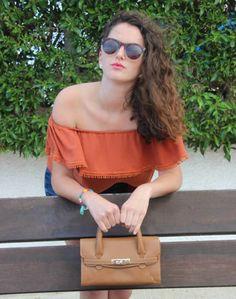 Bolso sofisticado y muy coqueto, el bolso de mano Villena será perfecto para ocasiones especiales. AVG Bolsos y Complementos