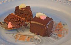 Fransk sjokoladekake er en saftig og mektig konfektkake med intens sjokoladesmak. Kan også lages som petit four. De små bakelsene som kun er en liten munnfull.