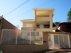 100 fachadas de casas modernas e incríveis para inspirar seu projeto Gate Design, House Design, Gate Automation, Driveway Design, House Paint Exterior, Entrance Gates, House Painting, Facade, Home Appliances