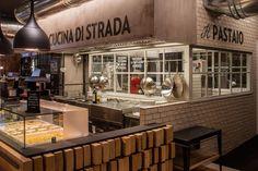Mi capita spesso di prendere il treno dalla stazione centrale di Milano, che poi non è lontana da casa e spesso è di passaggio. Di solito non amo comprare cibo in questi luoghi, sarà per un retaggi…