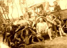"""1938 Gaziantep Uzun Sahre ( piknik) Genelde erkeklerin gittiği,süresi bir hafta veya daha uzun olan sahrelerdir.Masraf çoğunlukla """"harifane"""" yani ortaklaşa karşılanır.Uzun sahrelerde içki ve müzik bulunur.(Gonca Tokuz)"""