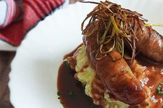 Bangers and Mash with Redcurrant Jus Pork Salad, Onion Salad, Buttermilk Recipes, Coconut Recipes, French Coconut Pie, Dutch Oven Bread, British Dishes, Bangers And Mash, Pork Stew