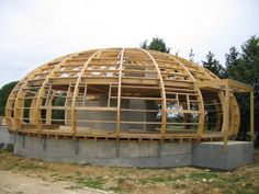 Hut House, Dome House, Building Design, Building A House, Earth Bag Homes, Geodesic Dome Homes, Wood Architecture, Public Architecture, Timber Structure