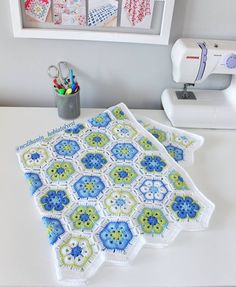 Best 12 Ravelry: Project Gallery for African Flower Square pattern by Barbara Smith – SkillOfKing. Crochet Squares, Crochet Granny, Crochet Motif, Crochet Designs, Crochet Stitches, Crochet Patterns, Granny Squares, Crochet Bedspread, Baby Blanket Crochet
