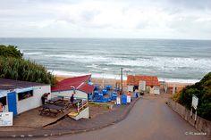 San Juan de Luz, Francia - Playa de Mayarco    Plage de sable et galets, elle se situe prés des campings du quartier d'Acotz.    Cette plage est le coin préféré des surfeurs confirmés qui affronteront la vague gauche de rochers.
