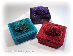 CLICK ON IMAGES FOR A CLOSER VIEW Favour boxes are increasing in popularity and are a great alternative to Christmas crackers on the festiv...