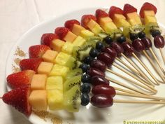 Fruit Skewers: Healthy, Simple & Fresh This colorful idea would also be a great with our chocolate fountain! @Peter and Cora Podruchny
