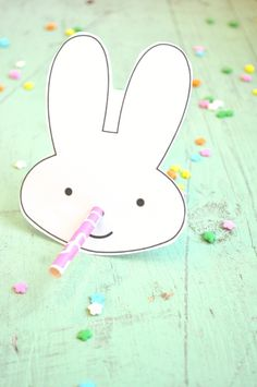 Free Printables Easter Bunny Straw Holder - how cute is that!  | The Seasoned Mom