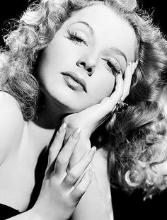 Ann Sheridan hands and chicano Old Hollywood Stars, Old Hollywood Glamour, Hollywood Actor, Golden Age Of Hollywood, Vintage Hollywood, Hollywood Actresses, Classic Hollywood, Hollywood Divas, Classic Actresses
