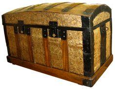 baul dorado restaurado en el Taller de Sarín