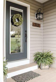 House Front Door, House Entrance, Front Door Decor, Front Doors, Apartment Entrance, Entrance Design, Front Entry, Front Door Numbers, Front Door Plants