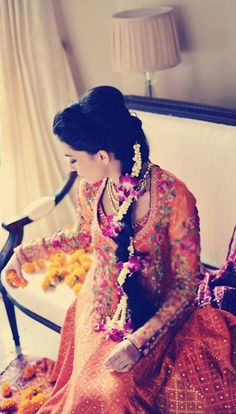 So Beautiful ❀ Flowers in #Hair for Mendhi Ceremony @ #IndianWedding ♥
