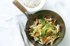 Zoete kip en peultjes uit de wok - Recept - Allerhande