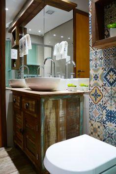 Navegue por fotos de Banheiros rústicos : Banheiro divertido e rústico. Veja fotos com as melhores ideias e inspirações para criar uma casa perfeita.