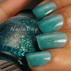 Nail a Day: Gradient Glitter Sandwich