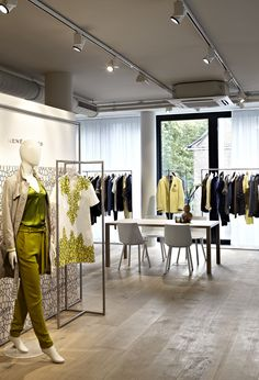 Interior design for René Lezard showroom in Düsseldorf, Germany, picking up the brand's timeless and modern character by PHILIPP MAINZER (2012). #fashion #display
