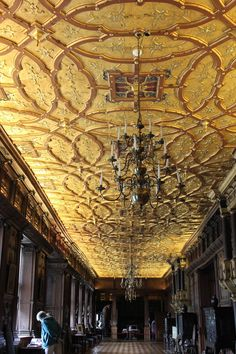 Hatfield House was the last of the Treasure Houses that we visited, having already been to Woburn Abbey, Harewood House, Chatsworth House , Blenheim Palace, Holkham Hall, Leeds Castle, Castle Howar…