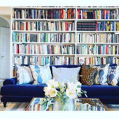 """Amanda Schulman på Instagram: """"Är så lycklig över att jag numera har har två soffor från min systers @melimelihome.se i mitt hem. Och från och med nu är det julblommor hemma hos mig. Amaryllis i laxrosa! """""""