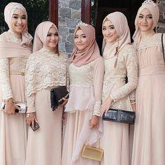 On fleek   Beautiful makeup by @niabeautymakeup from Indonesia  . . . #pengantin #pengantinmuslim #pengantinmuslimah #akadnikah #resepsi #weddingku #weddingstory #hijabbride #bridesmaids #pinkdress #muslimbridesmaids #indonesianwedding #pernikahan #nikah #nikaah #hijabi #hijabqueen #hijabbride #muslimwedding #muslimweddingideas #indonesianbride #makeupartistry