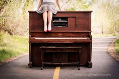 Not that i would transport a upright piano to the middle of a country road for someones pictures but its still a cool idea!
