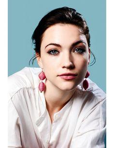 Violett Beane, Celebrity Style, Beanie, Drop Earrings, Celebrities, December, Beautiful, Magazine, Jewelry