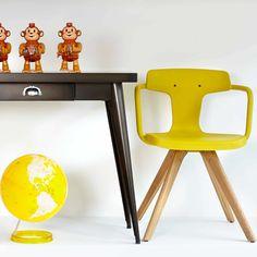 La nouvelle chaise Tolix : by Patrick Norguet Design Fields, Industrial Design, Office Desk, Entryway Tables, Armchair, Inspiration, Furniture, Home Decor, Console