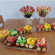 The purpose of fruit and vegetable carving is to make food more attractive, more appetizing, and also easier to eat. Fruit And Vegetable Carving, Veggie Tray, Food Crafts, Diy Food, Food Art For Kids, Creative Food Art, Food Garnishes, Snacks Für Party, Party Fun