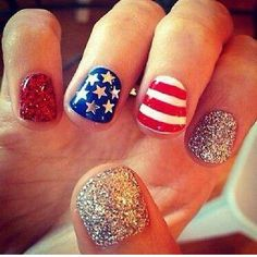 Everyone would be painting their nails this awesomely if we all had the patience