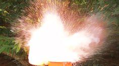 Aprenda de forma divertida a entender o que acontece quando o sódio (Na) entra em contato com a água (H2O), o que é reação exotérmica e os produtos dessa reação.